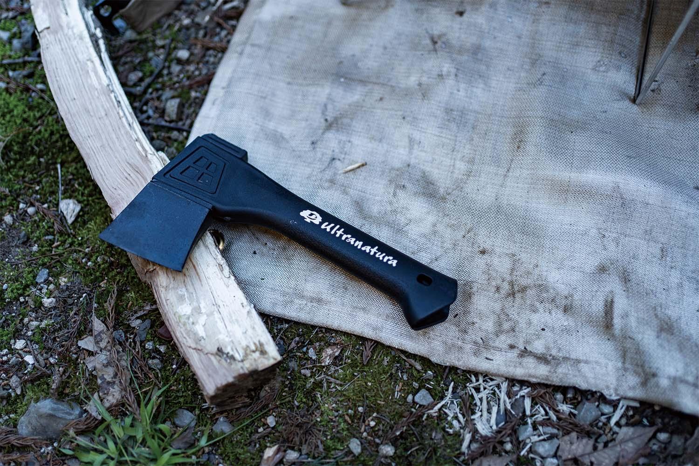 キャンプツーリングにも手斧を。コンパクトで意外と使えるAmazonの激安ハンドアックス